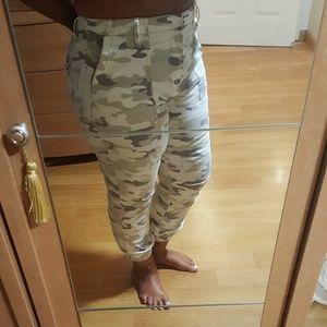 Brand new utility pants in tan camo